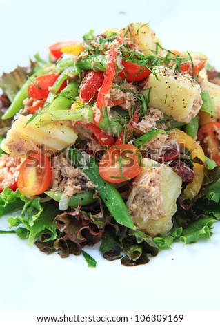 Tuna salad with potato,tomato,red oak,green oak