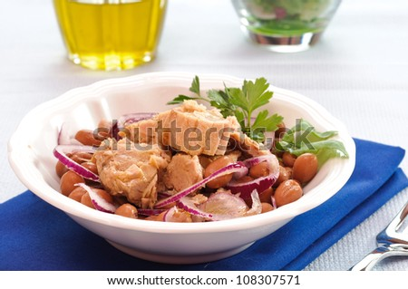 Tuna with beans and onion in the white dish