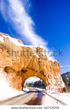 tunnel, Bryce Canyon National Park in winter, Utah, USA
