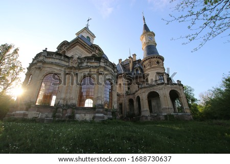 Tura, Hungary. Haunted castle - The neorenaissance style Schossberger Castle in Tura, Hungary, built in 1883. Európa. Stock fotó ©