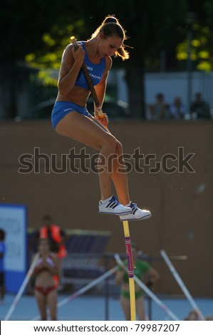 TURIN, ITALY - JUNE 26: Gloria Gazzotti faults her attempt at the women's pole vault during the 2011 Summer Track and Field Italian Championship meeting on June 26, 2011 in Turin, Italy.