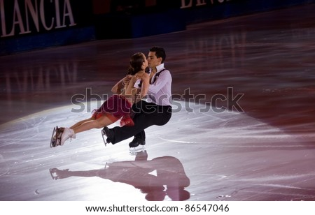 TURIN-OCTOBER  8: Anna Cappellini and Luca Lanotte of Italy perform in the Gran Galà of Ice event in the Palavela, 2011 on October 8, in Turin, Italy.