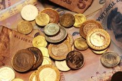 Turkish coins and paper money. türk parası. madeni para. bozuk para. kağıt para. Atatürk. Türkiye. Turkey . PARA. money .  1 lira .50 kuruş. 5 lira. 100 lira. 10 kuruş. 5 kuruş. 25 kuruş.