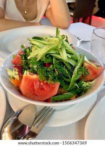 Turkish Season Salad Mevsim Salatasi with Tomatoes and Cucumber Slices at Restaurant. Organic Food. Stok fotoğraf ©