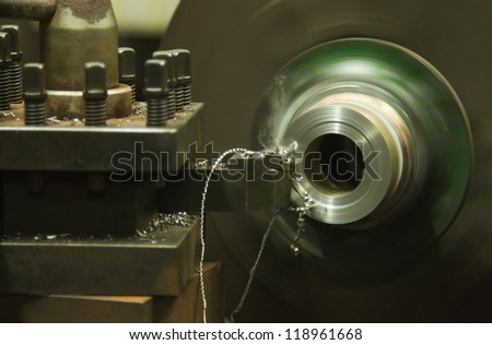 Turning lathe, turning machine with cutting tool