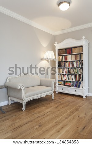 Tuscany - Living room with a bookcase