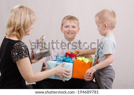 twelve-teen give gifts a mom and brother