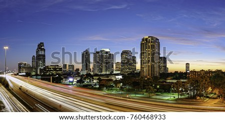 Twilight Panorama of Uptown Houston and I-610  Harris County Texas Foto d'archivio ©