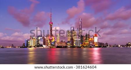 Twilight shot with the Shanghai skyline and the Huangpu river, China Stockfoto ©