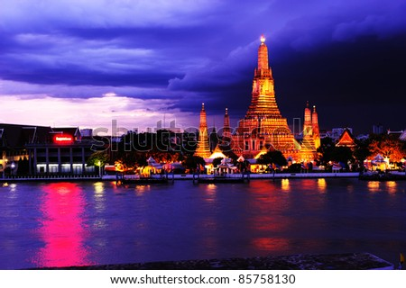 Twilight view of Wat Arun during sunset in Bangkok, Thailand
