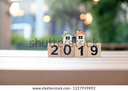 Twin home models on the 2019 number wooden blocks