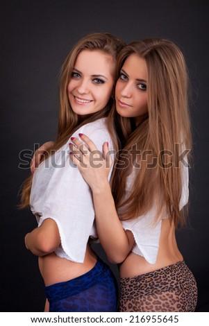 Free Lesbian Twins