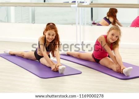 splits doing Free teens