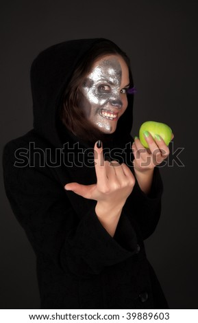 Two-faced sorceress with green apple tempt