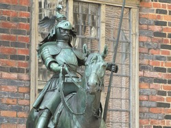 Two heralds at Bremen town hall.  These are free sculptures of two armoured knights on horseback