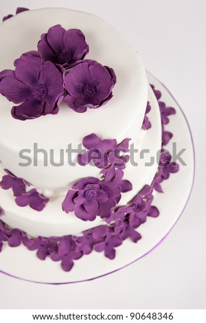 two layers cake with sugar paste flowers