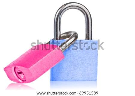 Two linkedpadlocks symbolizing marriage with reflections on a white background