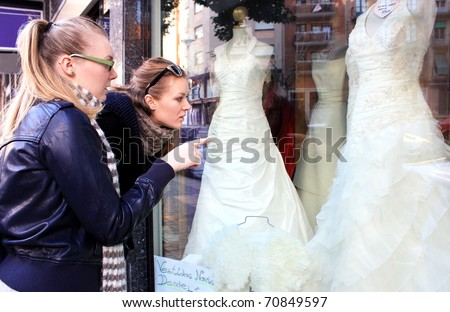 Uloaku S Blog Ivory Lace Wedding Dress Hangs In Window Of Wedding