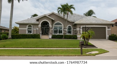 Typical private home at an affluent residential area on Marco Island, Florida. Foto stock ©