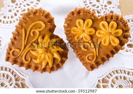 Typical Slovenian honeybread - heart shaped cookies on white lace.