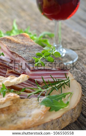 Typical South Tyrolean snack with cured bacon and crispy rye flatbread