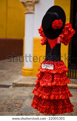 How should a woman dress in Spain in June? | Europe Forum | Fodor