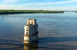 U.S.A. Missouri, St Louis area, Route 66, the water tower  on the Mississippi river seen from the Chain of Rocks bridge