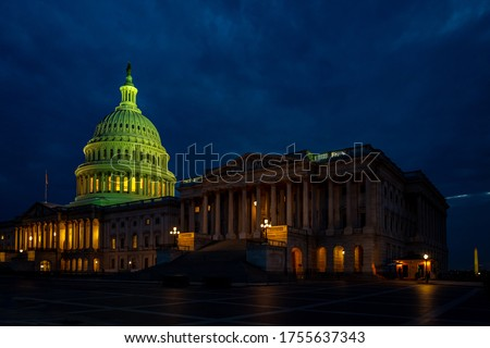 U.S. Capitol is one of many landmarks in Washington DC, USA. Its ambient lights make the building to look even better at night time.  Foto stock ©
