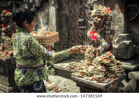 UBUD INDONESIA-Aug 29 unidentified woman praying god in Ubud Bali Indonesia on 29 aug 2009 Every morning women bring flowers and incense to their gods