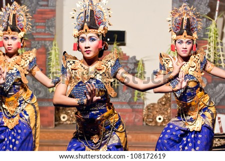 UBUD, INDONESIA - SEPTEMBER, 3: dancers performing a traditional dance in Ubud, Indonesia, on september 3, 2009. Traditional Dances are performed every night in the royal temple of Ubud.