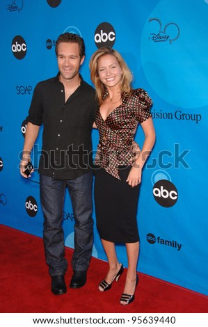 Ugly Betty star BECKI NEWTON & husband actor CHRIS DIAMANTOPOULOS at the Disney ABC TV All Star Party at Kidspace in Pasadena. July 19, 2006  Pasadena, CA  2006 Paul Smith / Featureflash
