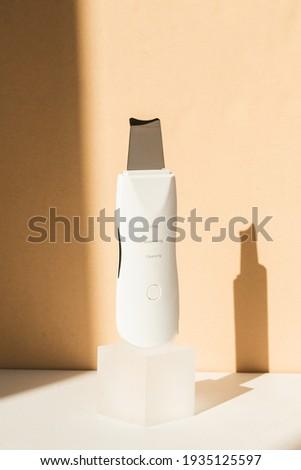 Ultrasonic Skin Scrubber Exfoliating Wand on Tan Background Stok fotoğraf ©