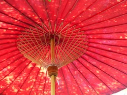 Umbrella structure made of cloth and bamboo