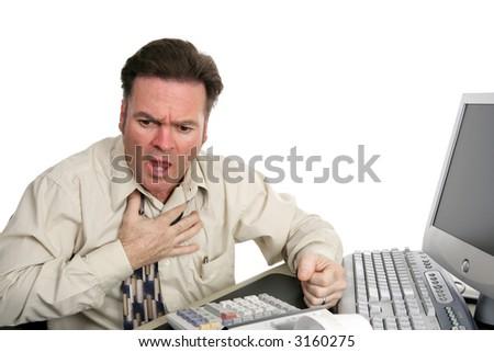 Un hombre hecho frente muy rojo que tiene un ataque delcorazón o que estrangula en la oficina. Aislado en blanco. - stock photo