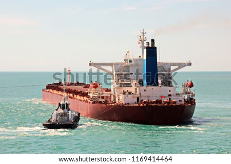 Un-mooring operations of a bulk carrier using the assistance of tugboats in the port of Hay Point,Australia. February 2018.