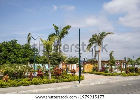 una tarde soleada en el parque de la ciudad de jaramijo muy alegre Foto stock ©
