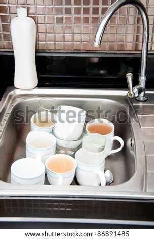 unclean cups in sink