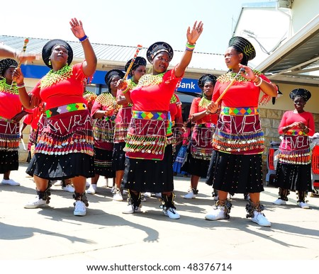 UNDERBERG - FEBRUARY 13: Zulu Dancers. Women from  a low-cost housing project busk at a mall, entertaining Saturday morning shoppers on February 13, 2010 in Underberg, South Africa.