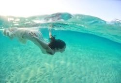 Underwater bride in Maldives