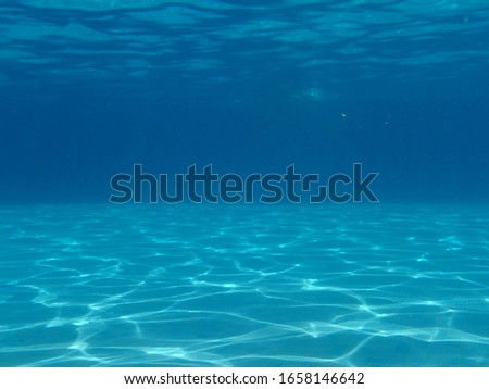 Underwater light reflections in the pool Foto stock ©