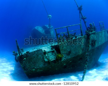Underwater Shipwreck Tibbits in Cayman Brac with Guns