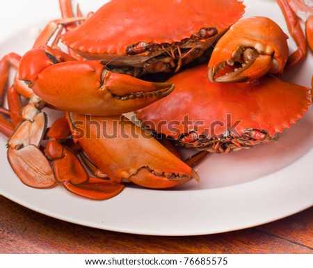 undressed roasted crabs prepared on plate.