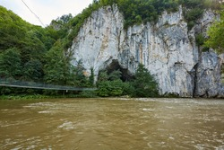 Unguru Mare Cave is located in the magnificent meander of Crişul Repede River, in a small sector of the gorge, about 250 meters upstream from the confluence of Misid Valley with Crisul Repede