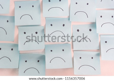 Unhappy Sad Emotion Face On Sticky Notes. Unhappy Employee Or Demotivated At working place. Stock foto ©