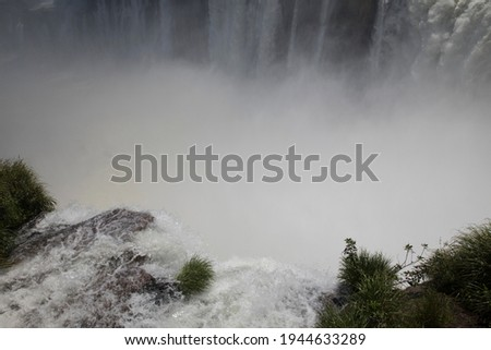 Unique view of the Iguazu waterfalls seen from Garganta del Diablo in Misiones jungle, Argentina. Vertigo. The white water flowing and falling along the precipice. The beautiful mist and void.  Stockfoto ©