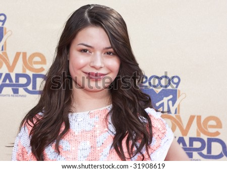 UNIVERSAL CITY, CA - MAY 31: Miranda Cosgrove arrives at the 18th Annual MTV Movie Awards on May 31, 2009 in Los Angeles, California.