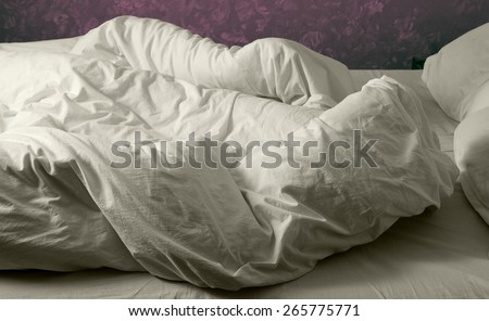stock-photo-unmade-bed-with-crumpled-sheets-and-pillows-in-white-cotton-265775771.jpg