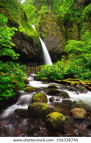 Upper ponytail falls
