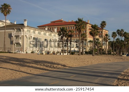 Upscale beachfront hotels in Southern California