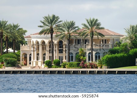Upscale real estate in tropical Florida